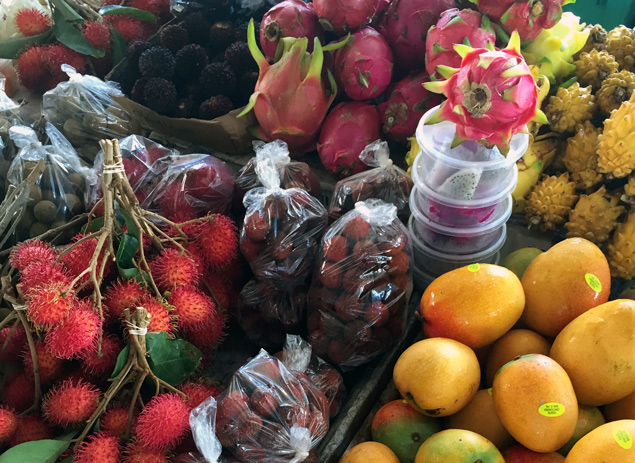 exotic fruits at a Hawaii farmers market