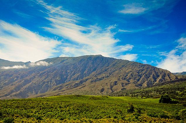 photo of Maui mountains