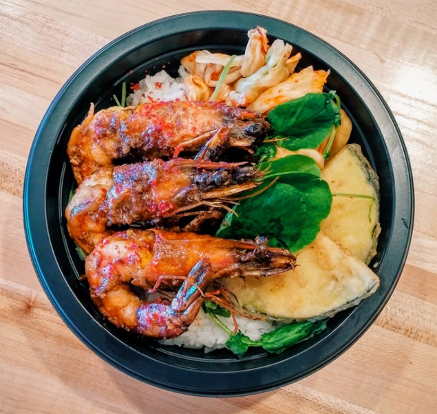 A simple but to-die-for shrimp bowl with kimchi and vegetable tempura
