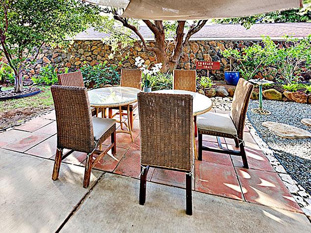 Maui Bliss villa Wailea vacation rental outdoor dining area
