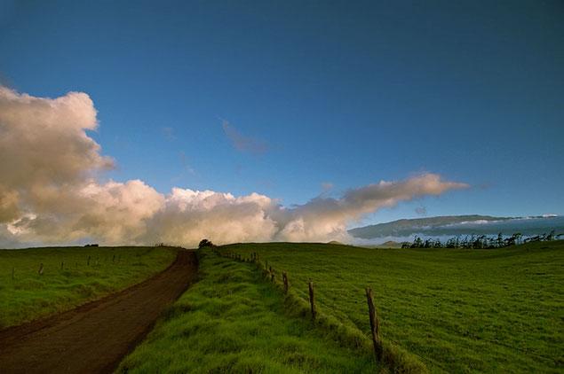Mana Road and view of Mauna Kea Mountain
